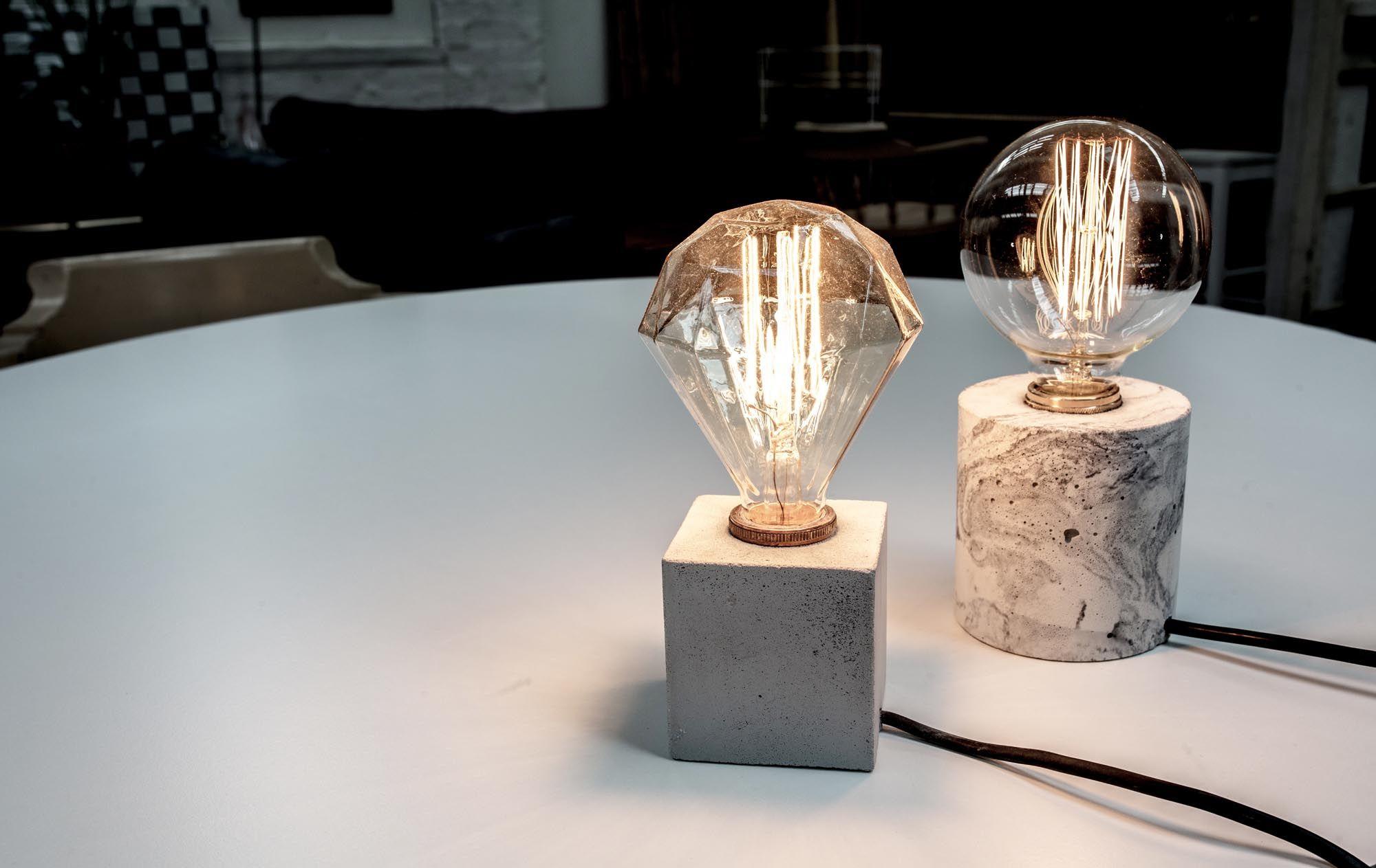 Simple a concrete desk lamp vincent buret for Diy concrete lamp