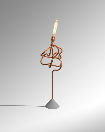 SCRIBBLE – a twisted desk light