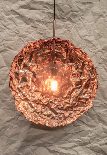 Creased – a vertical copper pendant lamp