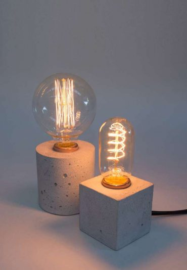 Simple Lamp – a concrete desk light