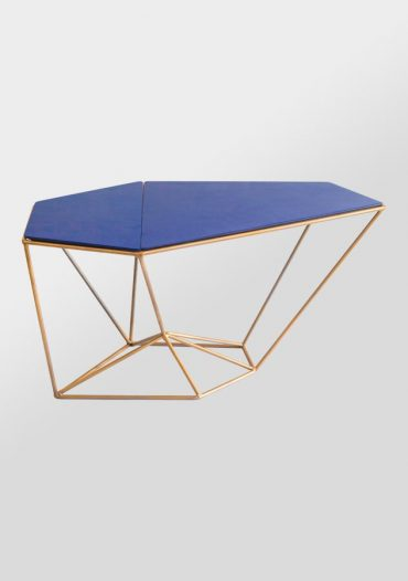 Acute table – a sur mesure geometric table